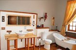 King Georges Guest House - Bathroom Room 1