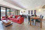 Orange Inn - lounge and breakfast area