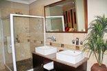 Bubezi Guesthouse - Room 1 Bathroomn