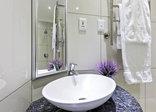 Cat's Eye Cottage - Cat's Eye Jewel Bathroom