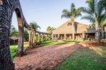 Woodridge Palms Boutique Hotel - Boma area