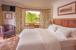 Leaves Lodge and Spa - Floral Luxury Room