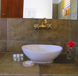 Sandstone Chameleon Guest House - En-suite bathrooms