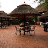 Manyane Resort - Restaurant outside seating