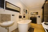Forest Hall Guest House - en -suite bathrooms with baths