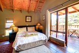 Loeries View - Main bedroom with wooden deck