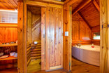 Abalone Lodges - Semi-detached Log cabin with spa bath