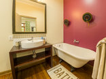 Mackaya Bella Guest House - Luxury double room bath