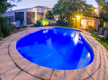 Mackaya Bella Guest House - Outdoor swimming pool