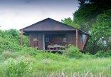 Makakatana Bay Lodge - Front view of rooms