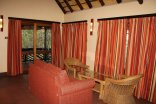 Hilltop Camp - Hluhluwe-Imfolozi Game Park - Lounge area in the 4-Bed Chalet