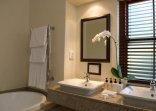 Glen Avon Lodge - Bathrooms