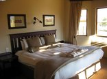 Montusi Mountain Lodge - Garden Suite - Bedroom with kingsize double bed
