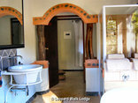 Leopard Walk Lodge - Leopard Walk Lodge Secrets of the Forest A+ Suite Bathroom view inside