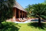 Dreamfields Guesthouse - Sunbeds and pool