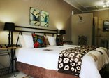 Hlulala Guest House - Twin bedded room!