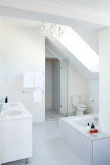 The Clarendon - Fresnaye - Family Room Bathroom