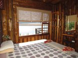 Stanford Lake Lodge - Single Storey Cabin - front bedroom