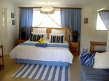 Livesey Lodge & Guest House - Blue full bathroom ensuite room,