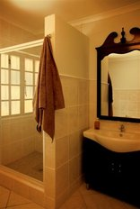 Edelweiss Corporate Guesthouse - Showers in all rooms