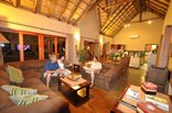 GeM Bateleur Private Lodge - The lounge diningroom area