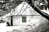 Lothlorien Cottage - Snow falls in winter