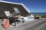 Abalone House & Spa - Jacuzzi on wooden deck