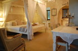 Petite Provence - Honey Moon room