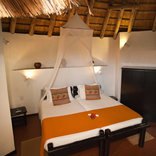 Sefapane Lodge and Safaris - Rondavel Indoor