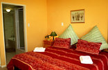Blue Mountain Guest House - Double bedrooms have either king-sized, double or twin beds