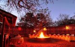 Pezulu Tree House Game Lodge - Pezulu Tree House Lodge outdoor dining area/Boma
