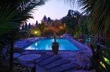 Pine Tree Lodge - Pool at night