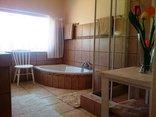 Pine Tree Lodge - Jacaranda bathroom