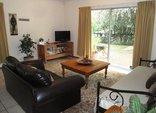 Pine Tree Lodge - Thornbush lounge