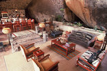 Big Cave Camp - The lodge on the rocks - Leopards lair lounge / dining area