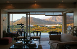 Moonstruck on Pringle Bay - Lounge overlooking beach and mountain range