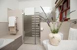 Montagu Vines - Luxury Queen Bed Bath Room