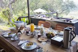 Kurhula Lodge - Breakfast on the main deck