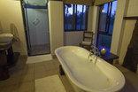 Baobab Ridge Greater Kruger - Standard luxury cottage- bathroom