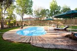 Oakdene Guest House - Garden and swimming pool