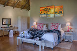 Chrislin African Lodge - Sunset Hut interior