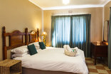 Birdsong Cottages - Franklin / Guineafowl bedroom 1