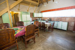 Maninghi Lodge - Kitchen and dining room