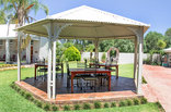 Ou Skool Guest House - gazebo