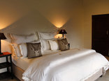 Blue Hills Lodge - African flame Luxury room