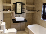 Blue Hills Lodge - Marula Luxury Room bathroom