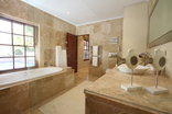 Constantia Garden suites - Bathroom