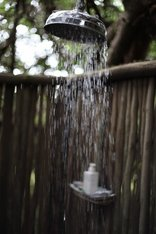 Emdoneni Lodge with Cheetah Project and Spa - Outdoor shower - honeymoon suite