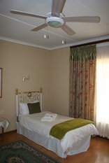Rietpoort Guesthouse and Guestfarm - 2nd Bedroom (Cottage 2)