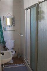 The Deck - Apartment Bathroom